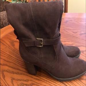 Knew high boots, brand new, 8, side zipper.